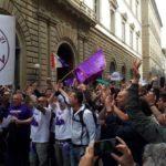 La risposta dei tifosi viola: flash mob in via Tornabuoni contro i Della Valle