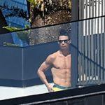 """""""Ronaldo scappa dalla madre: ma si fa le foto in piscina…"""""""